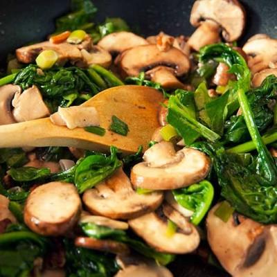 Paleo-dieet - Warme groente schotel met kipfilet
